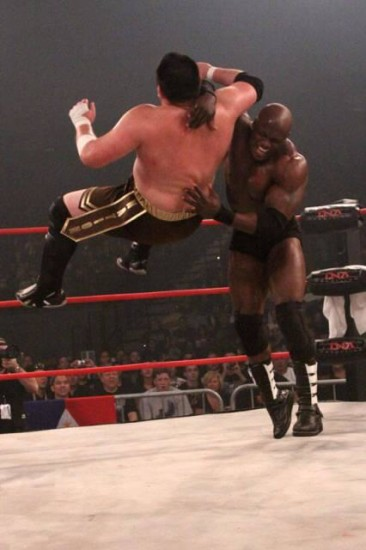 Bobby Lashley Applying Chokeslam on his Opponent
