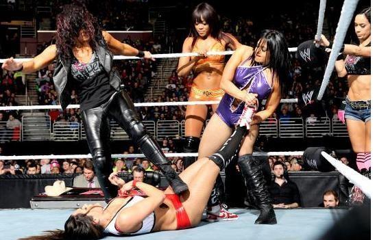 WWE Divas Battle In An Eight-Diva Tag Team Match on Raw